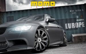 JANTE-MOMO-EUROPE-CARBON-BLACK-sur-M3_sld
